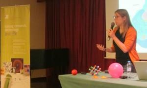 Laura Casares durant la xerrada. Autor: IBEC