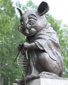 Monumento al ratón común en Novosibirsk, Rusia. Fotografía de Anna Gorbunova
