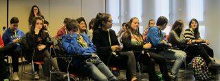 Dos classes de l'Institut Miquel Martí i Pol venen de visita
